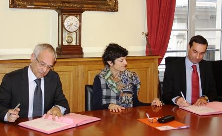 Signature d'une convention entre l'Ecole nationale des greffes et la Chambre nationale des huissiers de justice © DICOM