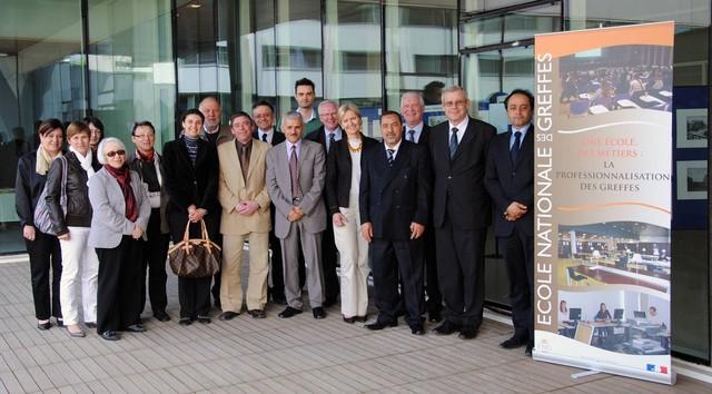 Photographie de groupe réalisée lors de la venue d'une délégation algérienne