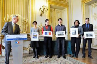 Les lauréats félicités par Monsieur François MOLINS