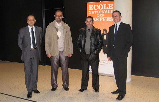 De gauche à droite : M. Farzan ENTEZAM, chef du service informatique, M. Abed Halim YOUSFI, ingénieur d'Etat à l'Ecole nationale des greffes d'Alger, M. Cherif BADJI, ingénieur d'Etat au ministère de la justice algérien, et M. Michel PETIT, Directeur par intérim © ENG